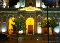 frente da Catedral a noite