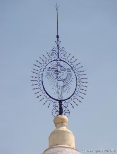 Imagem em metal no alto de uma das torres da Catedral de Salta